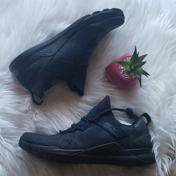 Nike Shoes   Tech Trainer Amp Black